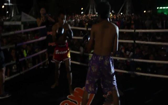 Преступников заставили выйти на ринг против тайского боксера (8.019 MB)