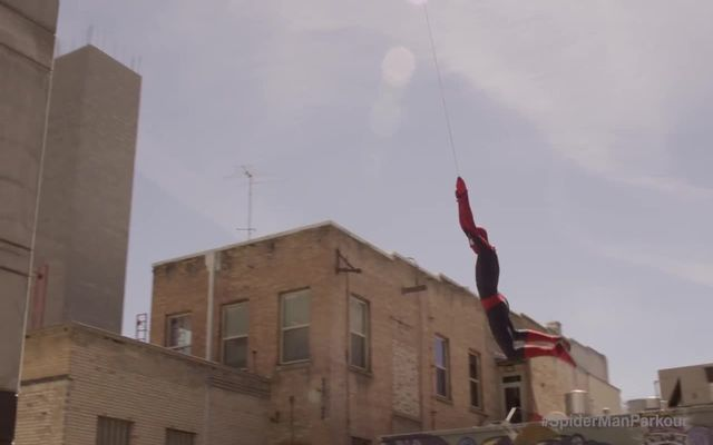 Паркур в костюме человека-паука (11.849 MB)