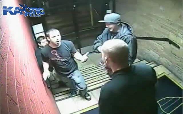 Драка между посетителями и охранниками клуба (8.189 MB)