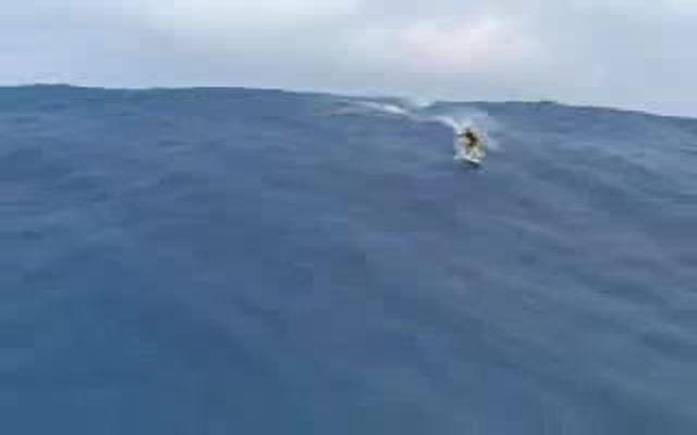 Огромные волны на Таити (2.906 MB)
