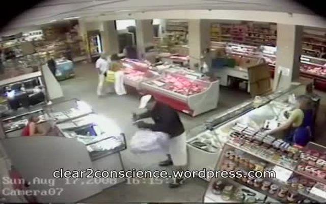 Наглый грабеж в магазине (2.176 MB)