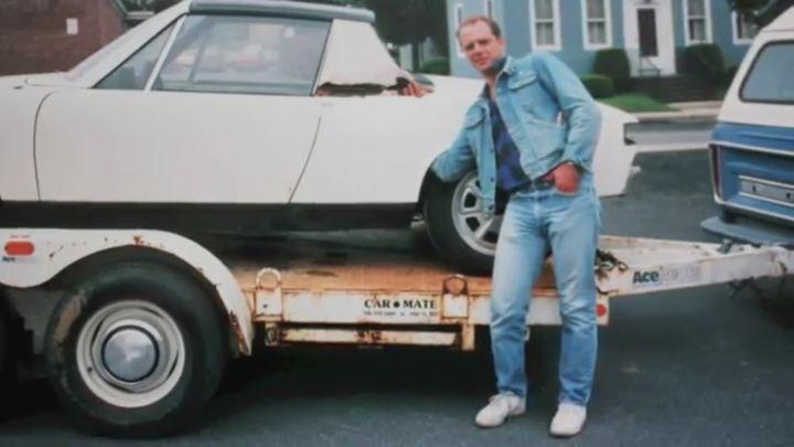 Девушка подарила отцу его старый автомобиль (9.969 MB)