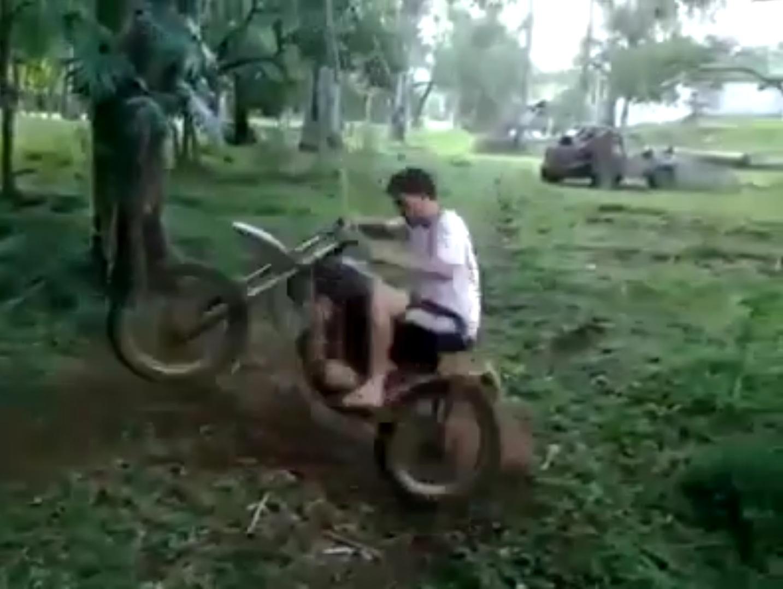 Мотоцикл на веревке (7.849 MB)
