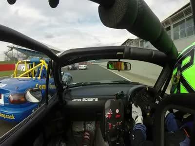 Прикол над другим водителем во время автогонок (5.850 MB)