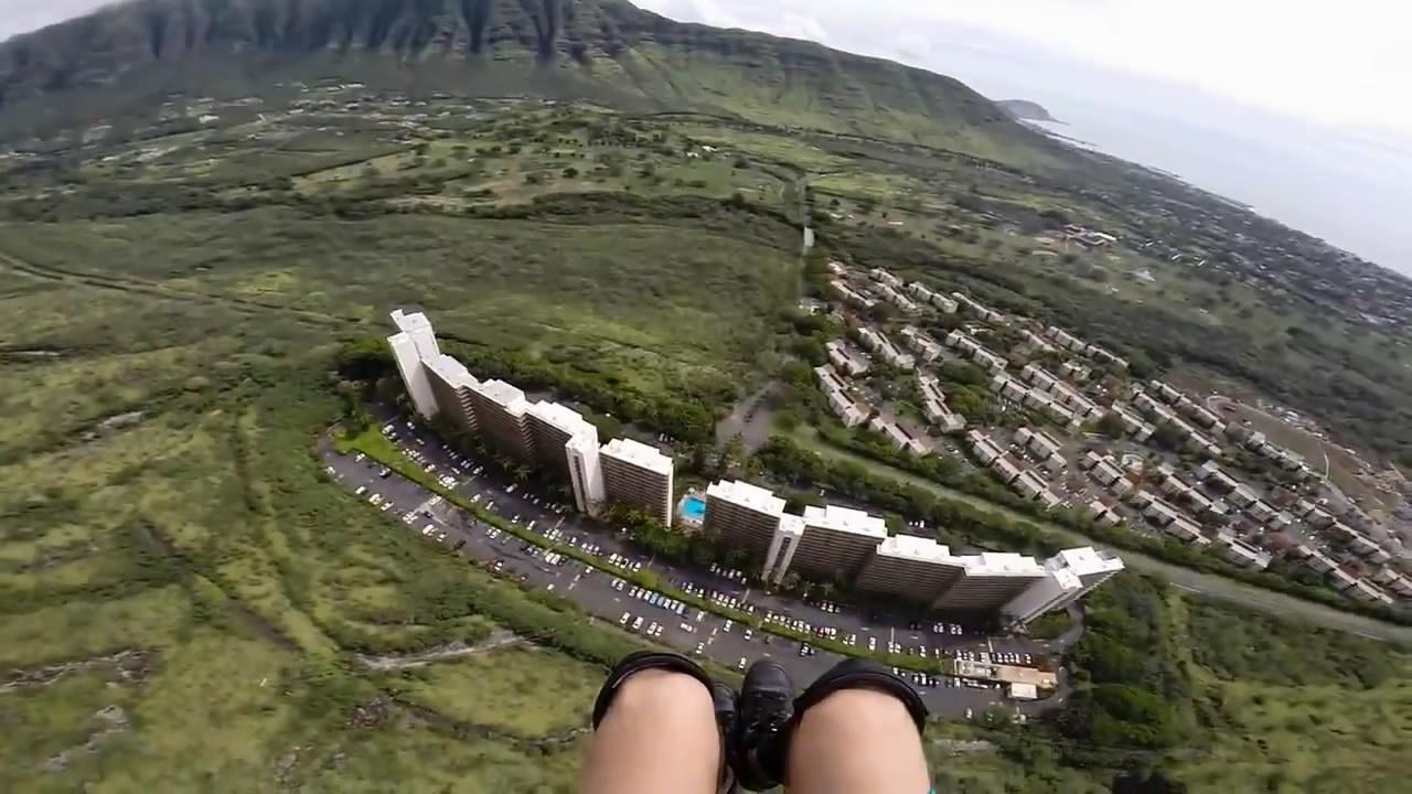 Опасный полет на парашюте между зданий (20.505 MB)