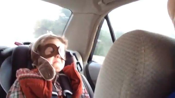 Ребенок услышал грустную песню (4.884 MB)