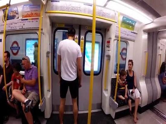 Можно ли обогнать поезд метро пешком? (11.701 MB)