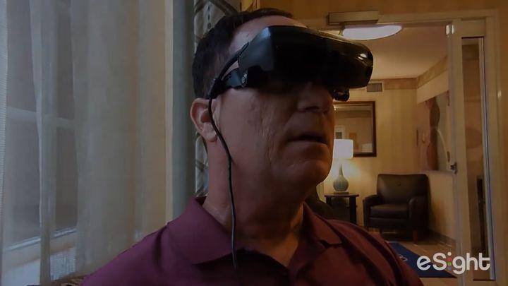 Почти слепой мужчина впервые видит (8.525 MB)