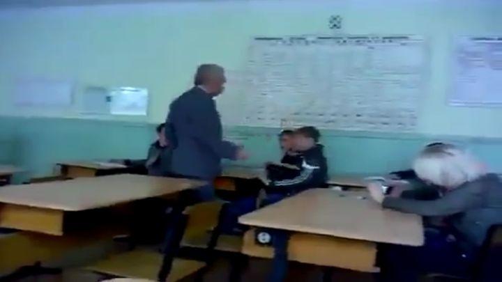 17-летний подонок против учителя (4.322 MB)