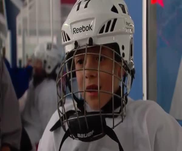 Отличный фон для интервью юного хоккеиста (2.920 MB)