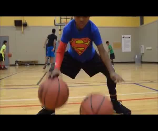 5-летний паренек отлично управляется с баскетбольным мячом (11.727 MB)