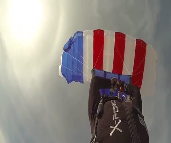 Девушка-экртимал уничтожила свой парашют и приземлилась на запасном (4.283 MB)