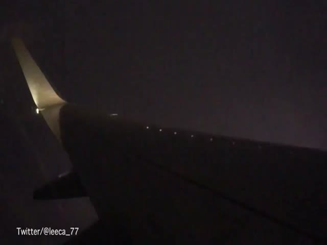 Вид на молнии из пассажирского самолета (1.784 MB)