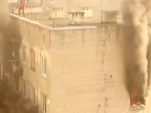 В Харьковской области парень спас ребенка из горящей квартиры (3.667 MB)