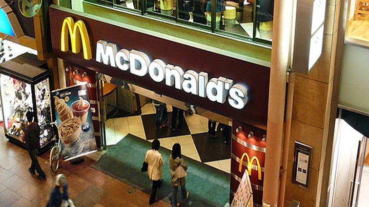 Работник Макдональдса разнес ресторан (13.645 MB)