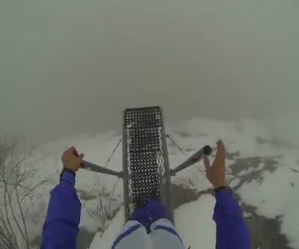 Прыжок с горы сквозь облака (6.494 MB)