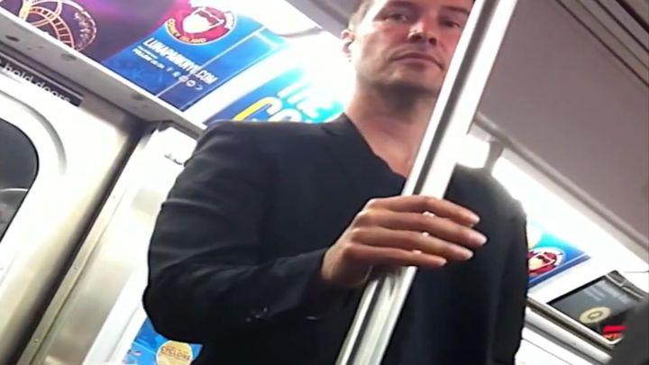 Киану Ривз в метро (6.331 MB)