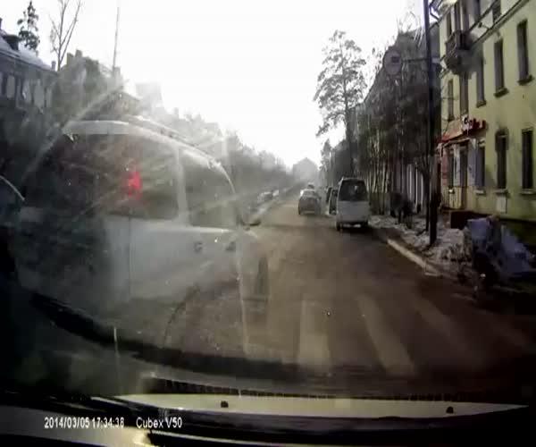 Дорожные разборки в центре Ангарска (11.740 MB)