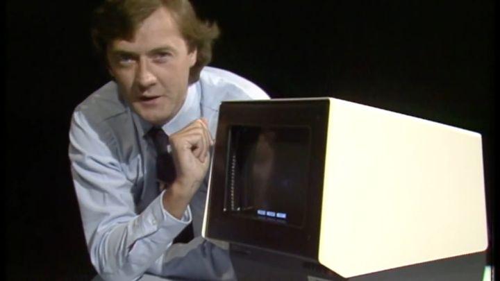 Демонстрация возможностей первого сенсорного экрана (9.763 MB)