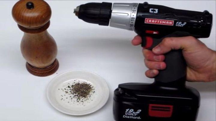 Использование шуруповерта на кухне (8.398 MB)