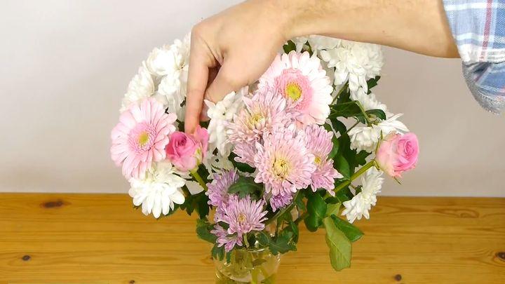 Как красиво разместить цветы в широкой вазе (10.128 MB)