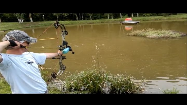 Рыбалка с помощью лука (6.521 MB)