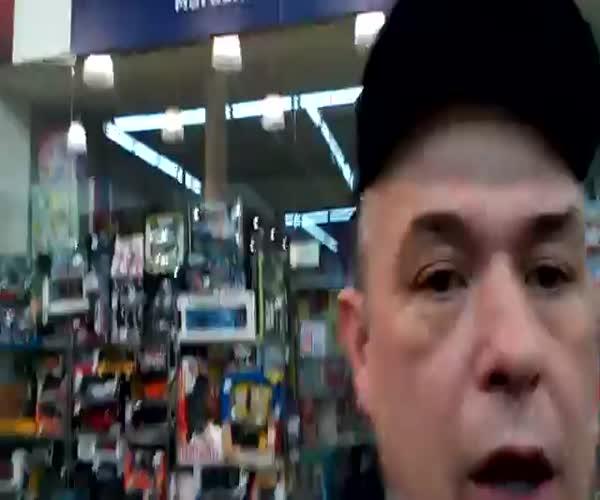 Охранники не дают снимать в магазине (13.055 MB)