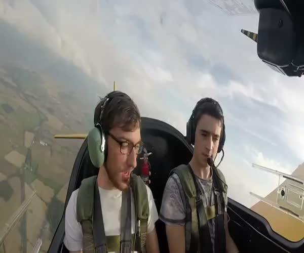 Реакция пассажиров на трюки пилота (10.116 MB)