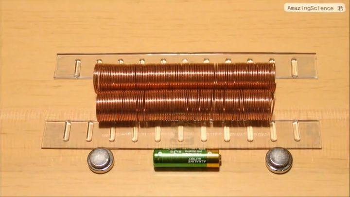 Электропоезд из проволоки, батарейки и магнитов (9.342 MB)