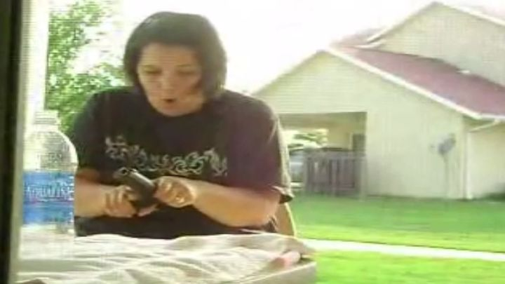 Пошутил над женой, взявшей пистолет мужа без спроса (5.542 MB)