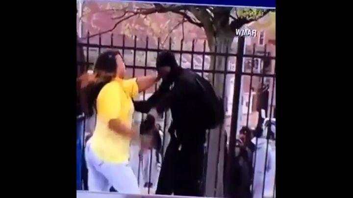 Мама застукала своего сына на беспорядках в Балтиморе (1.185 MB)