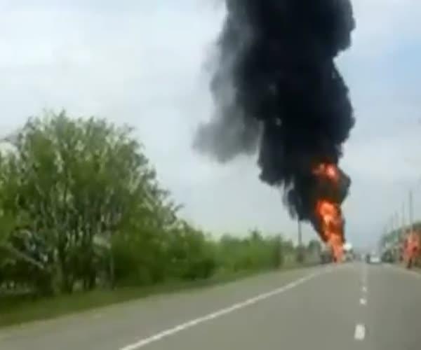 Возгорание и взрыв цистерны с красками в Ставрополе (3.127 MB)
