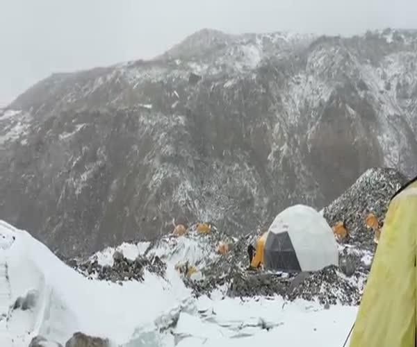 Сход лавины на Эвересте (3.938 MB)