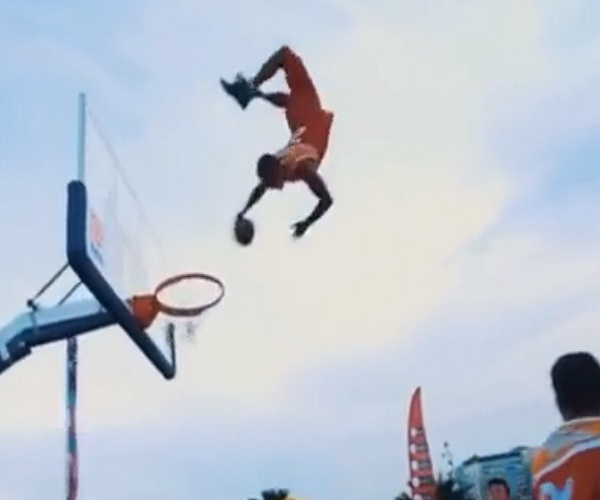 Классный баскетбольный трюк (410.474 KB)