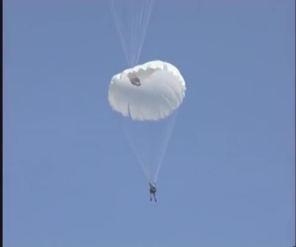 Неудачное десантирование с парашютом (1.849 MB)