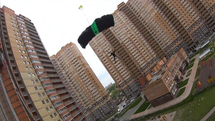 Прыжок с 27-этажного здания в Санкт-Петербурге (2.955 MB)