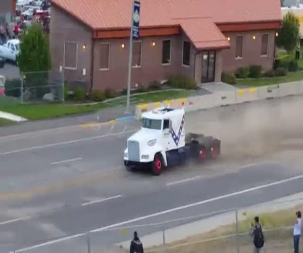Полет на грузовике (1.820 MB)