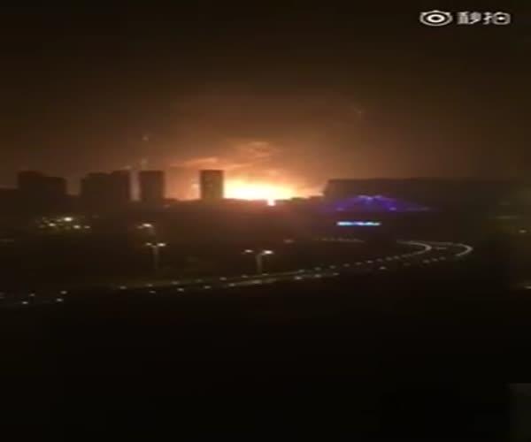 Мощнейший взрыв в Китае (2.492 MB)