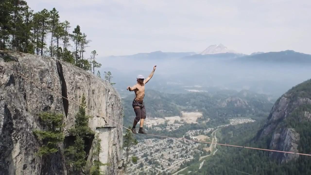 Мужик прошел над пропастью 64 метра без страховки (8.069 MB)