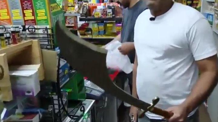 Когда у продавца ножик больше, чем у грабителя (7.033 MB)