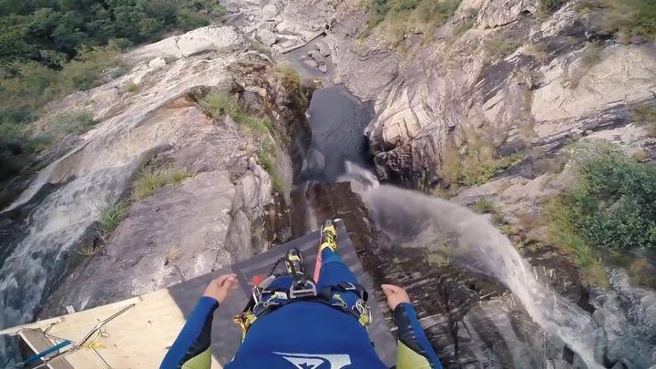 Невероятный прыжок в воду с 59 метров (20.938 MB)