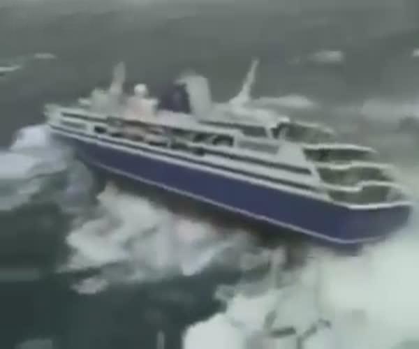 Шторм против круизного лайнера (2.849 MB)
