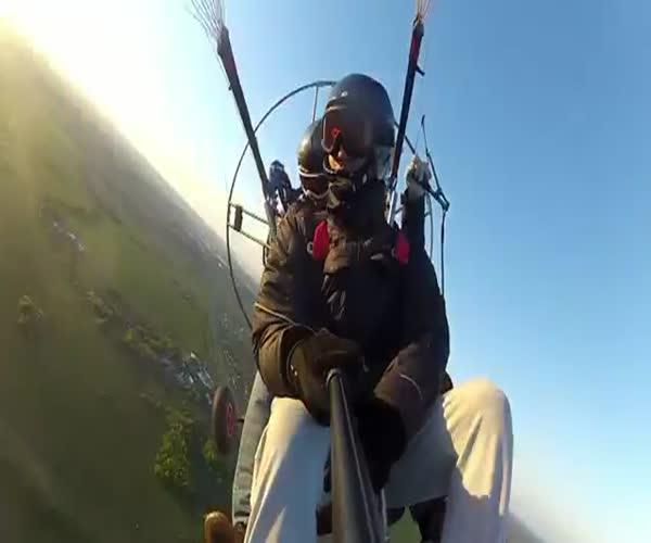 Ловим воздушный шарик на параплане (13.264 MB)