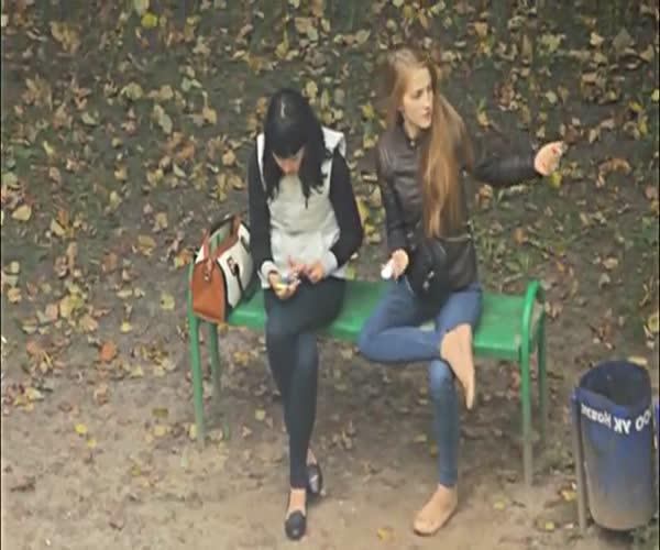 Девушку конкретно колбасит от наркотиков (21.944 MB)