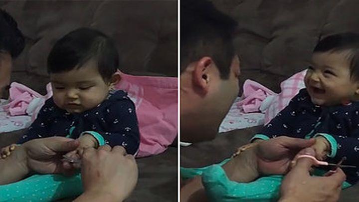 Папа подстригает дочке ногти (4.663 MB)