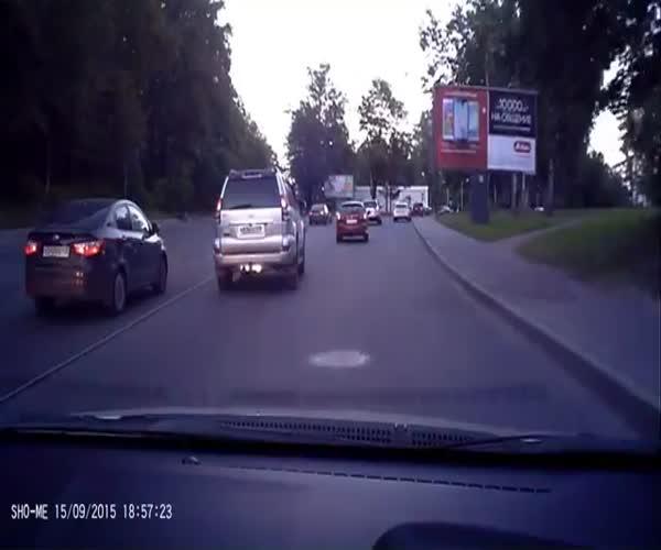 Парень растолковал гаишнику правила дорожного движения (8.587 MB)