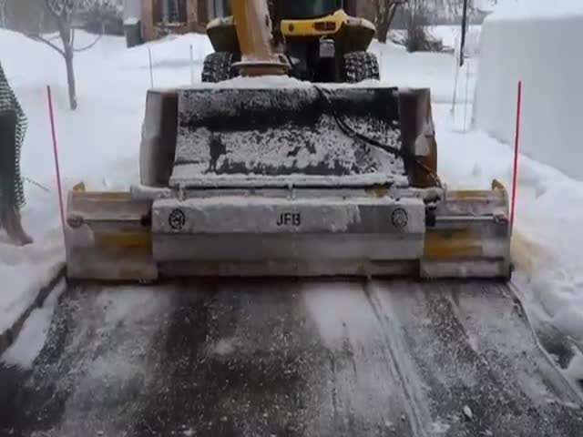 Как расчищают дороги от снега в Канаде (2.433 MB)