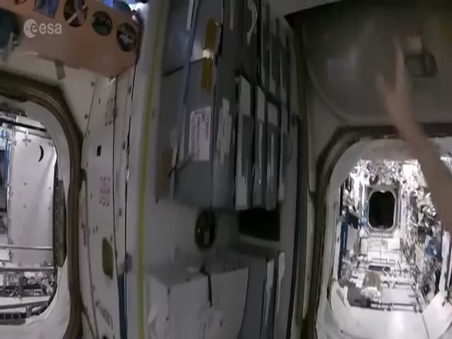 Как пьют кофе в космосе (4.185 MB)