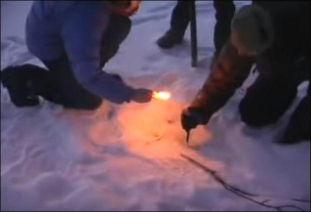 Метан во льду замерзшего озера (561.499 KB)