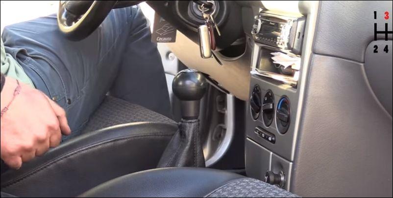 Как завести машину, если сел аккумулятор (ставим на 3 передачу)